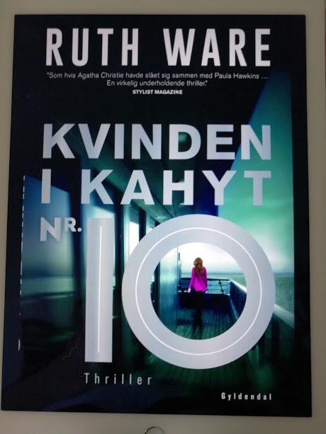 """""""Kvinden i Kahyt nr. 10"""" af Ruth Ware"""