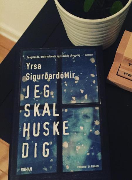 """""""Jeg skal huske dig"""" af Yrsa Sigurdadóttir"""