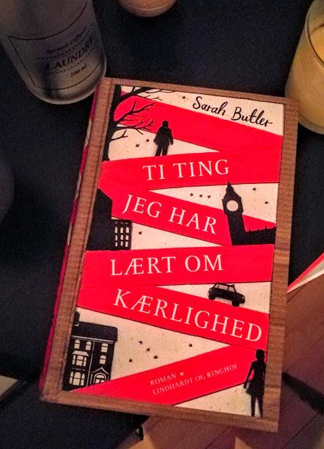"""""""Ti ting jeg har lært om kærlighed"""" af Sarah Butler"""