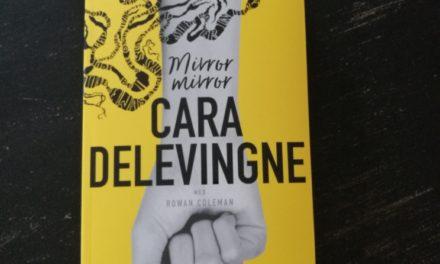 """""""Mirror Mirror"""" af Cara Delevingne"""