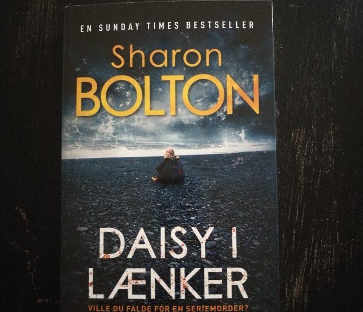 """""""Daisy i lænker"""" af Sharon Bolton"""