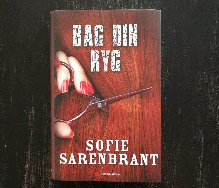 """""""Bag din ryg"""" af Sofie Sarenbrant"""