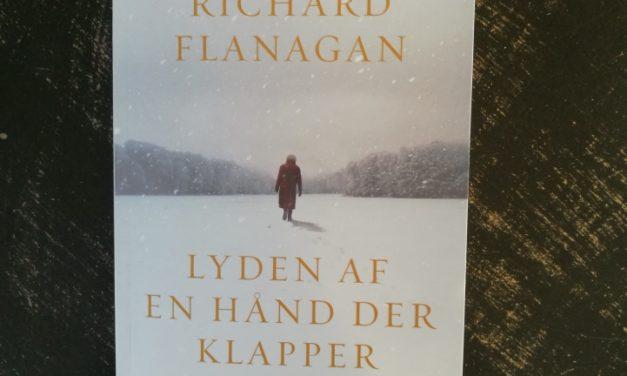 """""""Lyden af en hånd der klapper"""" af Richard Flanagan"""