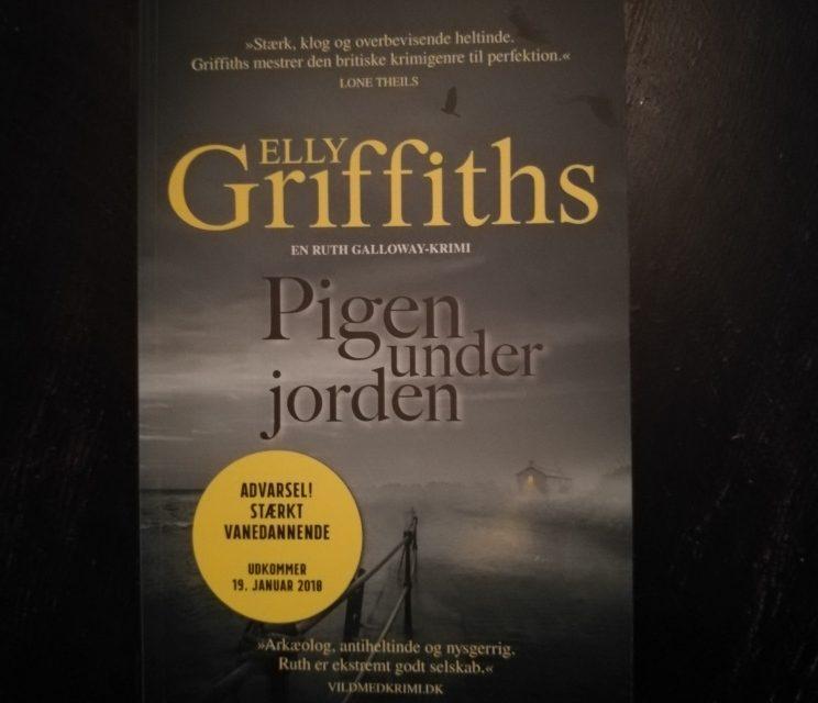 """""""Pigen under jorden"""" af Elly Griffiths"""