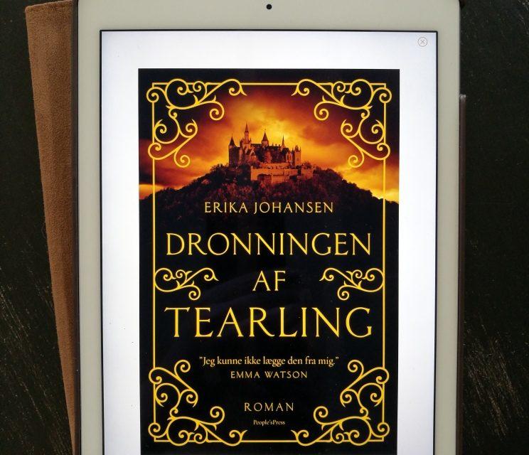 """""""Dronningen af Tearling"""" af Erika Johansen"""