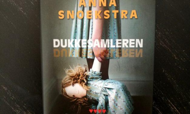 """Dukkesamleren"" af Anna Snoekstra"