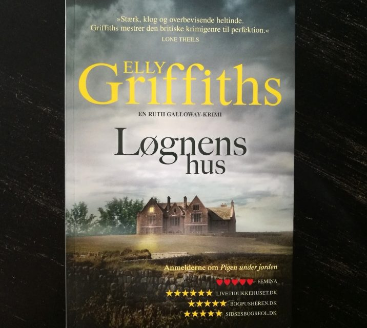 """""""Løgnens hus"""" af Elly Griffiths"""