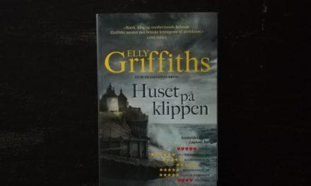 """""""Huset på klippen"""" af Elly Griffiths"""