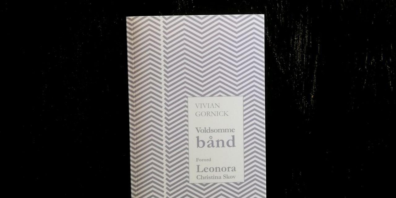 """""""Voldsomme bånd"""" af Vivian Gornick"""