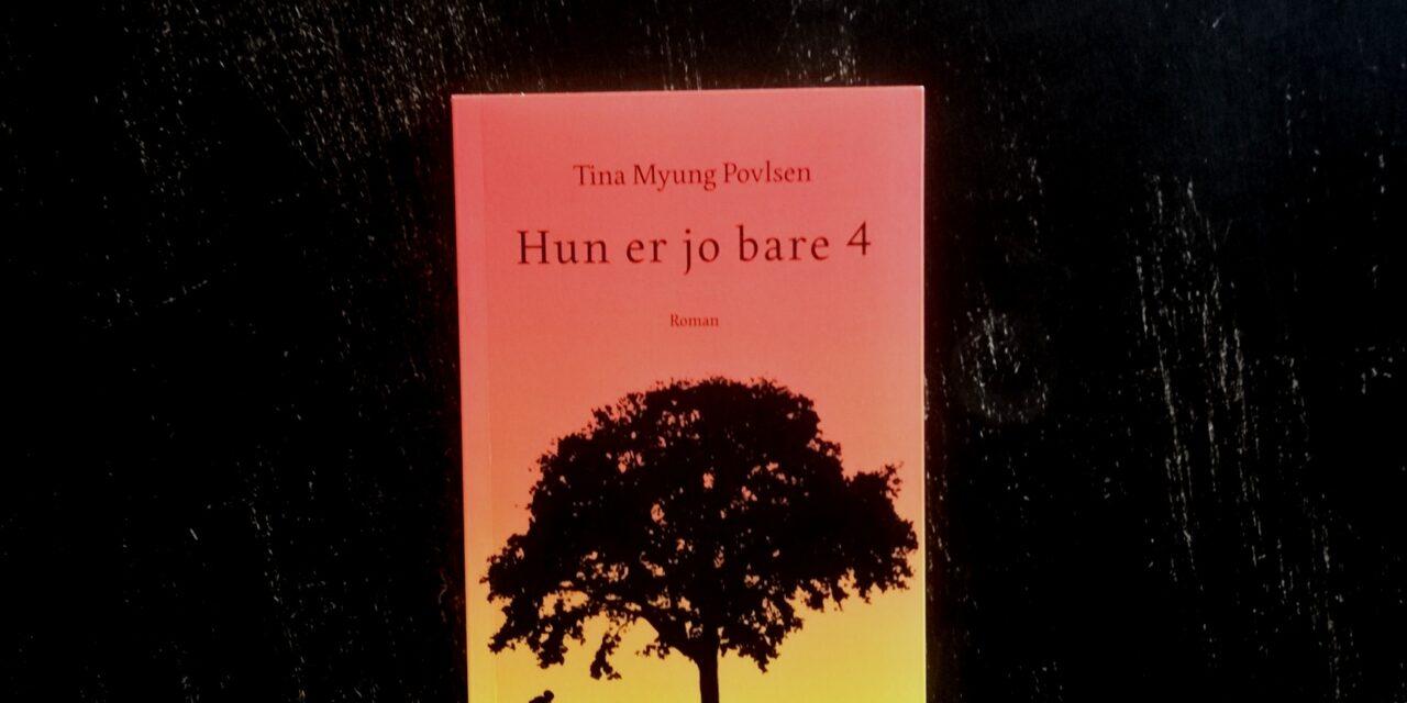 """""""Hun er jo bare 4"""" af Tina Myung Povlsen"""