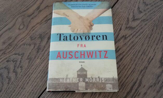 """""""Tatovøren fra Auschwitz"""" af Heather Morris"""
