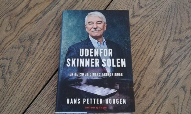 """""""Udenfor skinner solen – en retsmediciners erindringer"""" Af Hans Petter Hougen"""