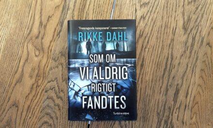 """""""Som om vi aldrig rigtigt fandtes"""" af Rikke Dahl"""