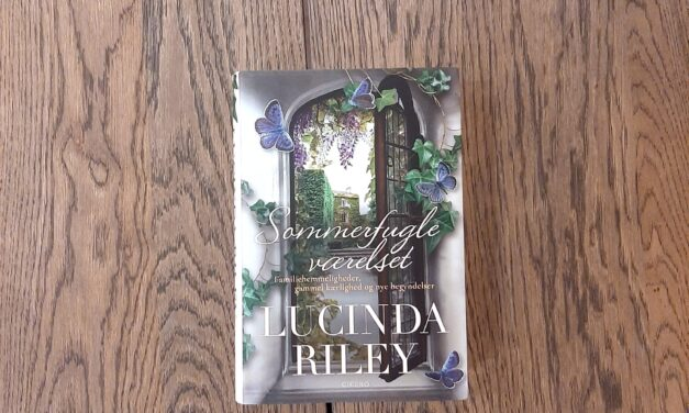 """""""Sommerfugleværelset"""" af Lucinda Riley"""