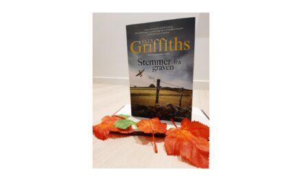 """""""Stemmer fra graven"""" af Elly Griffiths"""